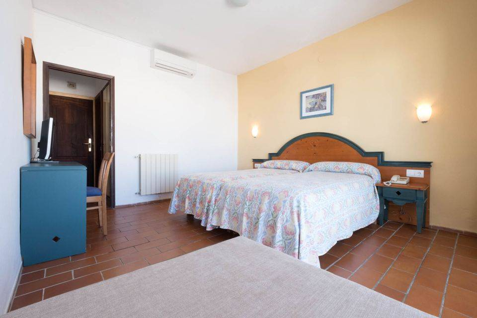 [DOUBLE ROOM] Central cheap Hotel with terrace