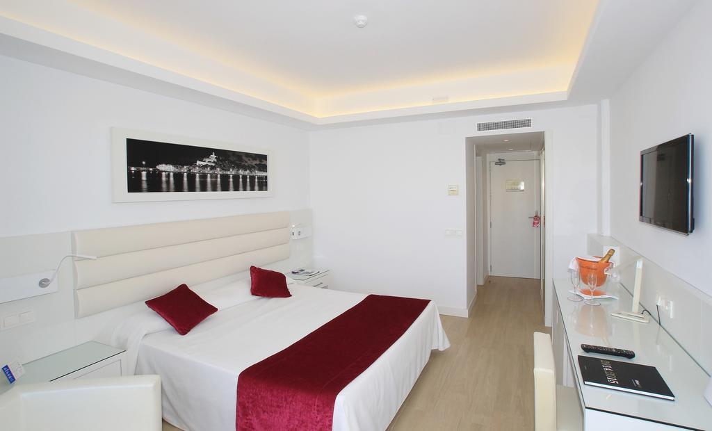 [DOUBLE ROOM STANDARD 3 PAX] Beachfront Hotel Talamanca Playa