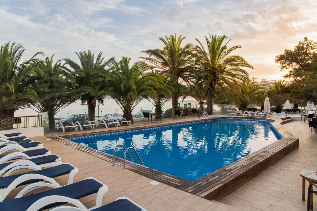 [TRIPLE ROOM] Elegant hotel with pool beachfront