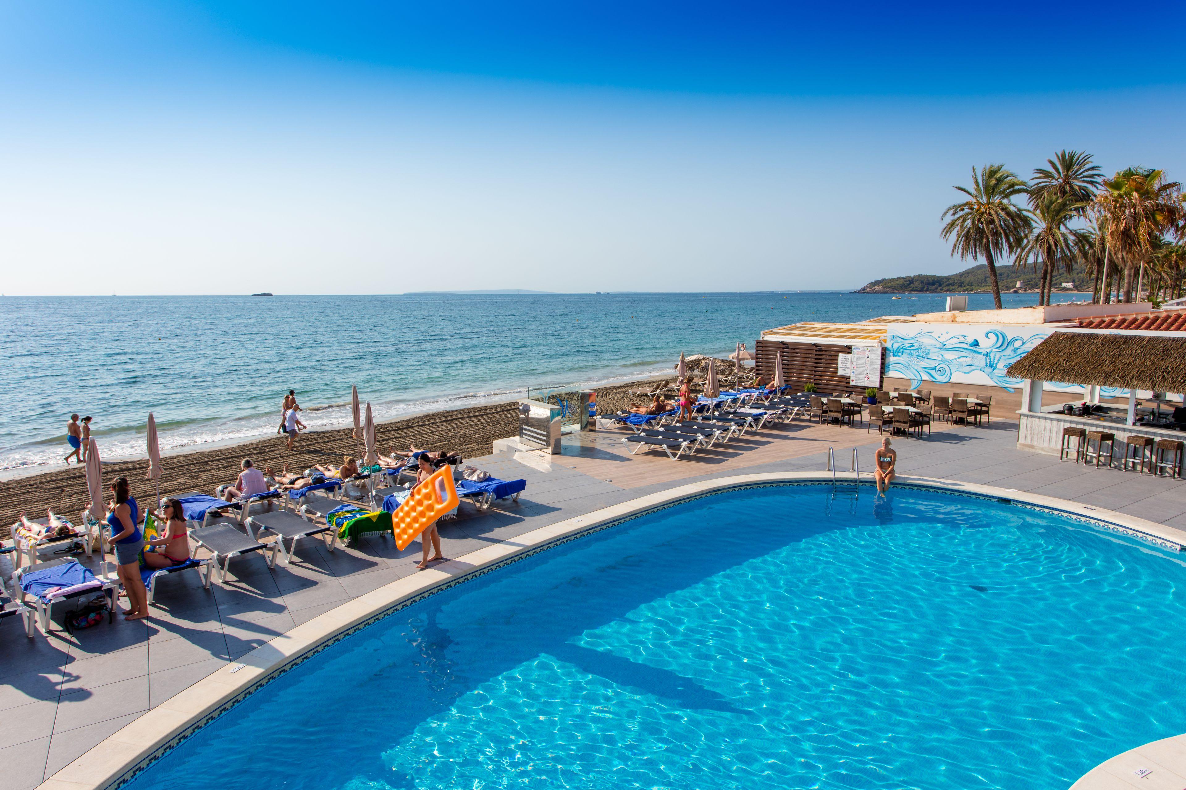 Elegant beachfront holiday apartment with swimming pool, PLAYA DEN BOSSA – Property Code: Srsplaya