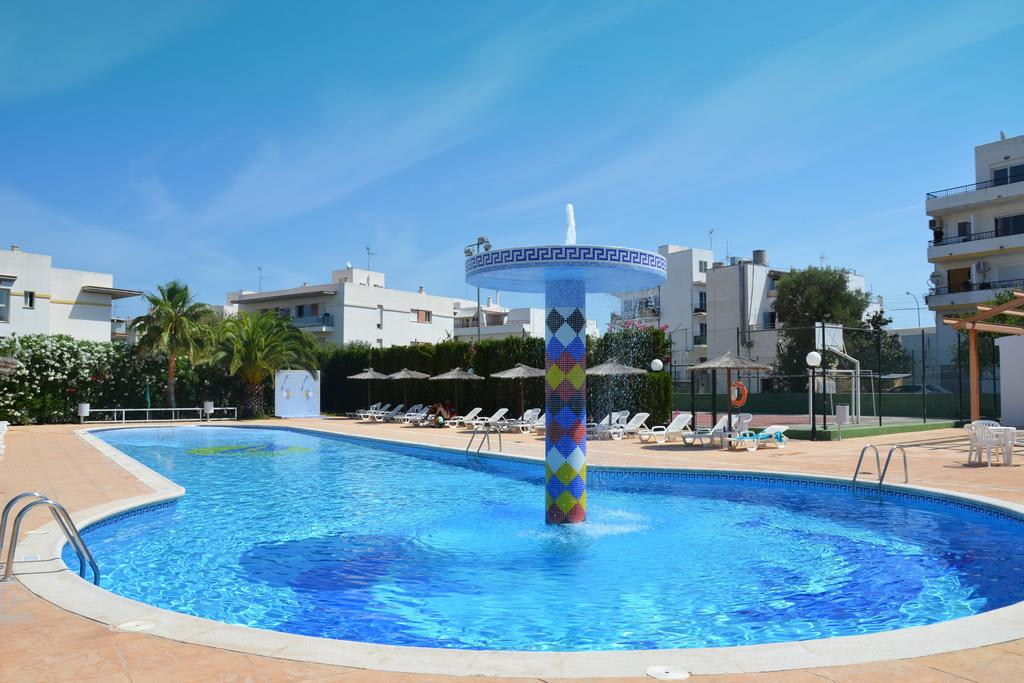 [STUDIO (2 ADULTS AND 1 CHILD)] Elegant Holiday Apartment with large pool city heart