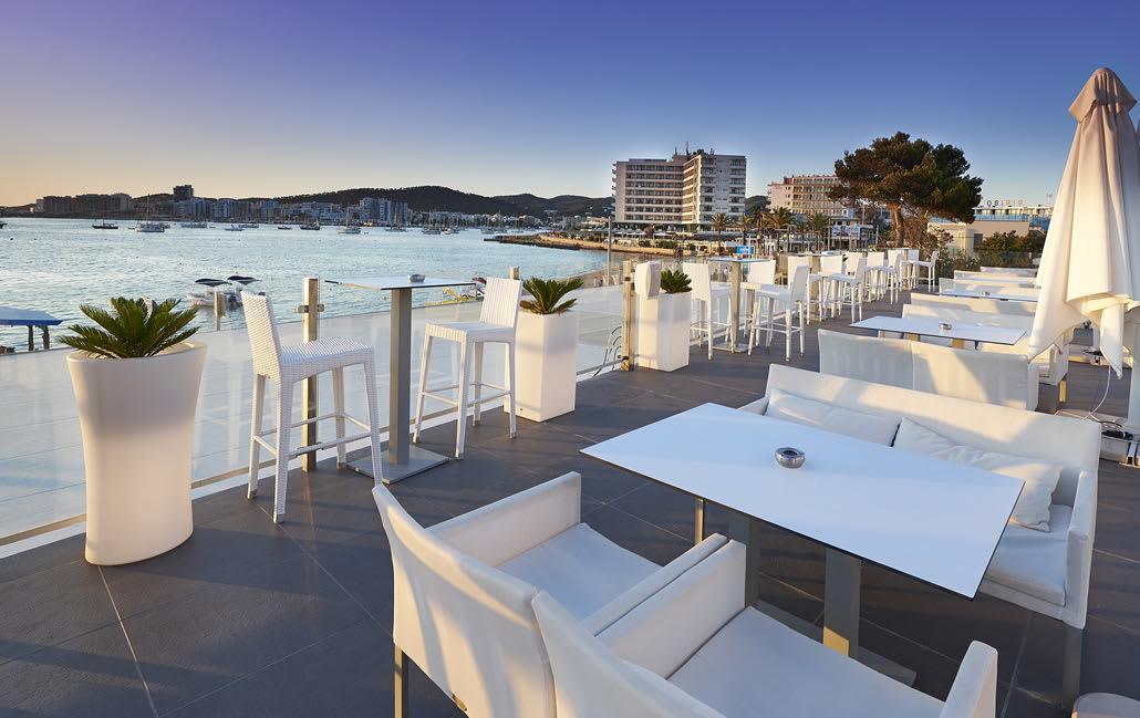 Modern bright holiday studio apartment with pool and roof top bar, SAN ANTONIO BAY – Property Code: Marplysa
