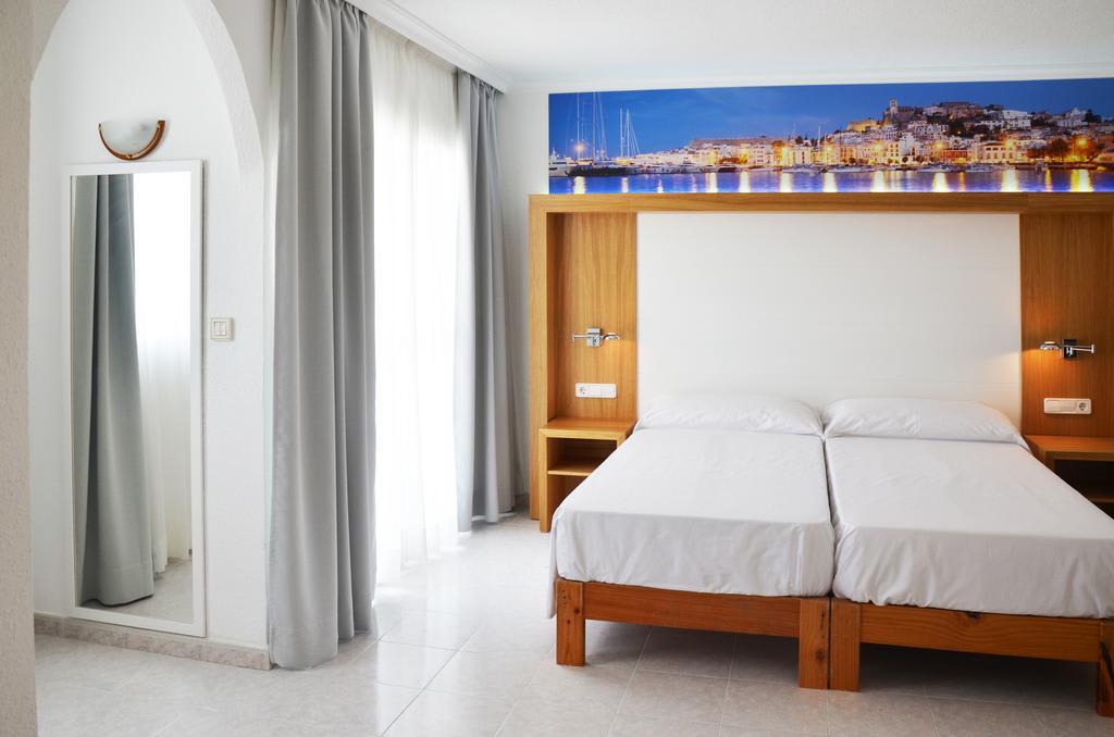 Stunning holiday apartment with pool, SAN ANTONIO BAY – Property code: Samarap