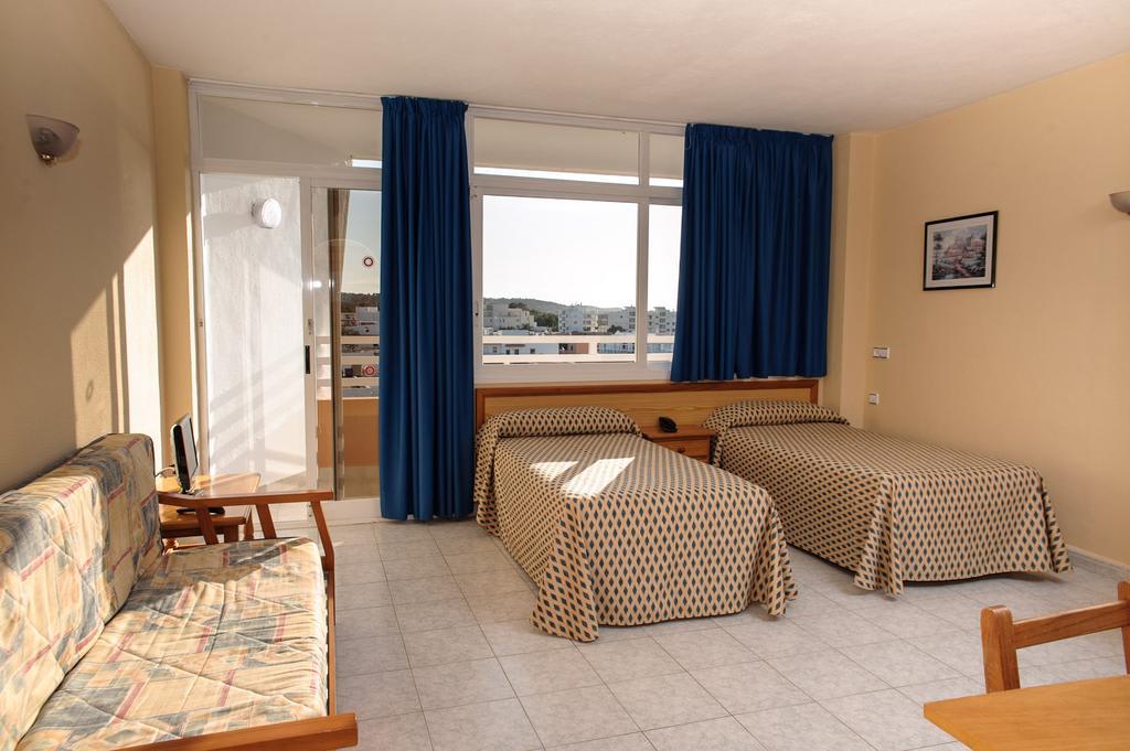 Cozy cheap holiday studio apartment close to the beach, SAN ANTONIO BAY – Property code: Trpcsant