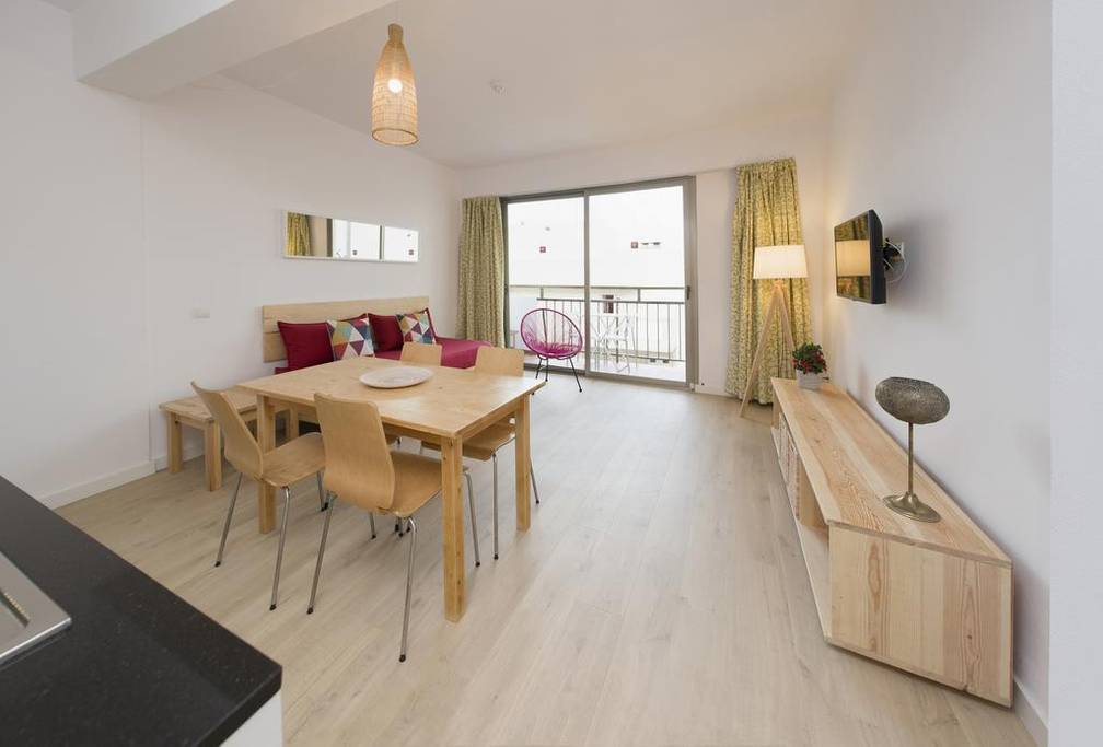 [1 BEDROOM APARTMENT WITH BALCONY] Central bright and cozy apartment