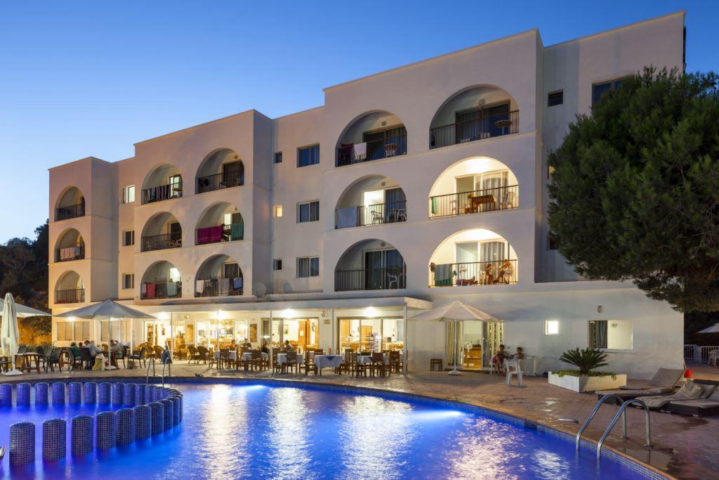 Comfortable holiday apartment by the sea, CALA VADELLA – Property code: Calvadap