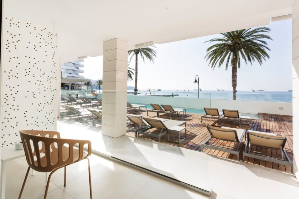 Breathtaking elegant holiday accommodations, beachfront building with roof top terrace, IBIZA – Property code: Ibzsuton