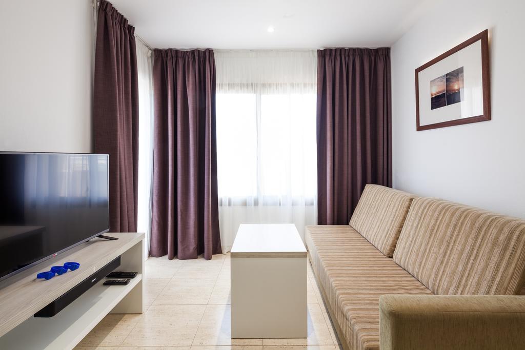 Stylish holiday apartment with swimming pool close to Ibizan nightlife, PLAYA DEN BOSSA – Property Code: Ibheaap
