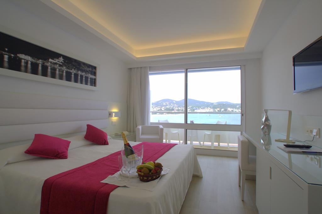 [DOUBLE ROOM SEA VIEW 3 PAX] Beachfront Hotel Talamanca Playa