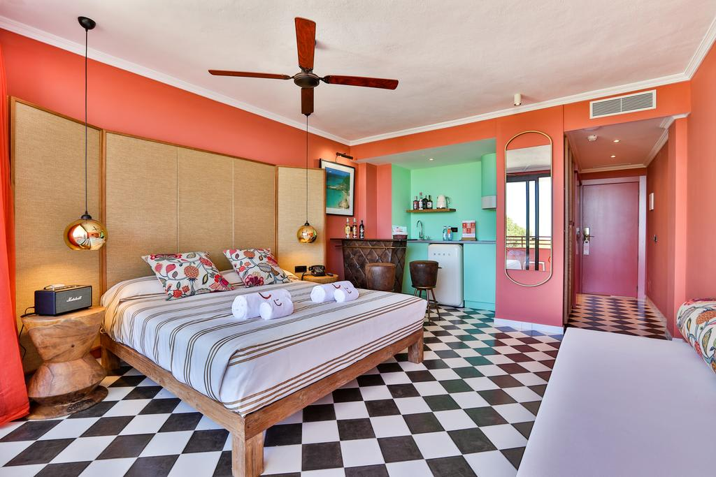 [DELUXE JUNIOR SUITE STUDIO APARTMENT (3 ADULTS)] Carribean style holiday apartment up to 4 guests