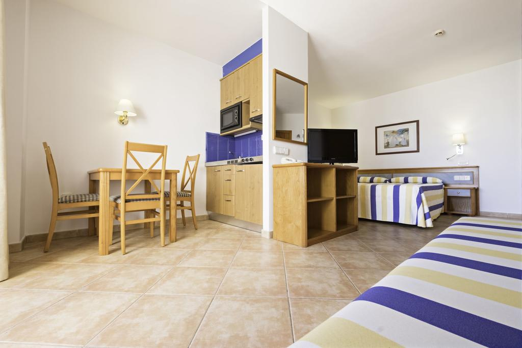 [STUDIO (2 ADULTS AND 1 CHILD)] Delightful aparthotel with pool