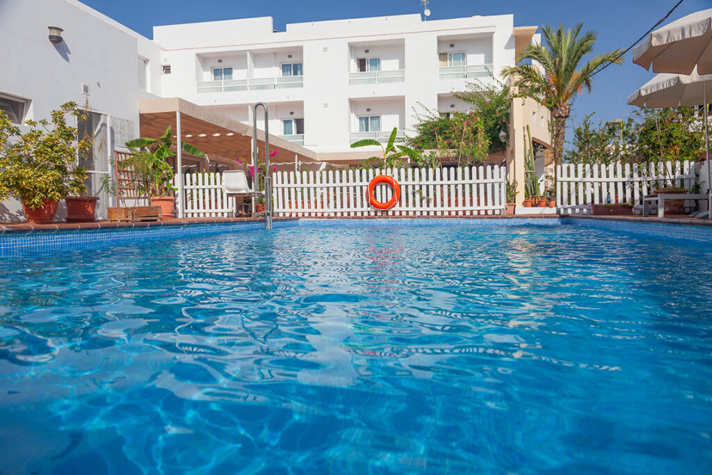 Gracious cozy hotel rooms with swimming pool, close to the sea, ES PUJOLS – Property code: Hst-rcpfor