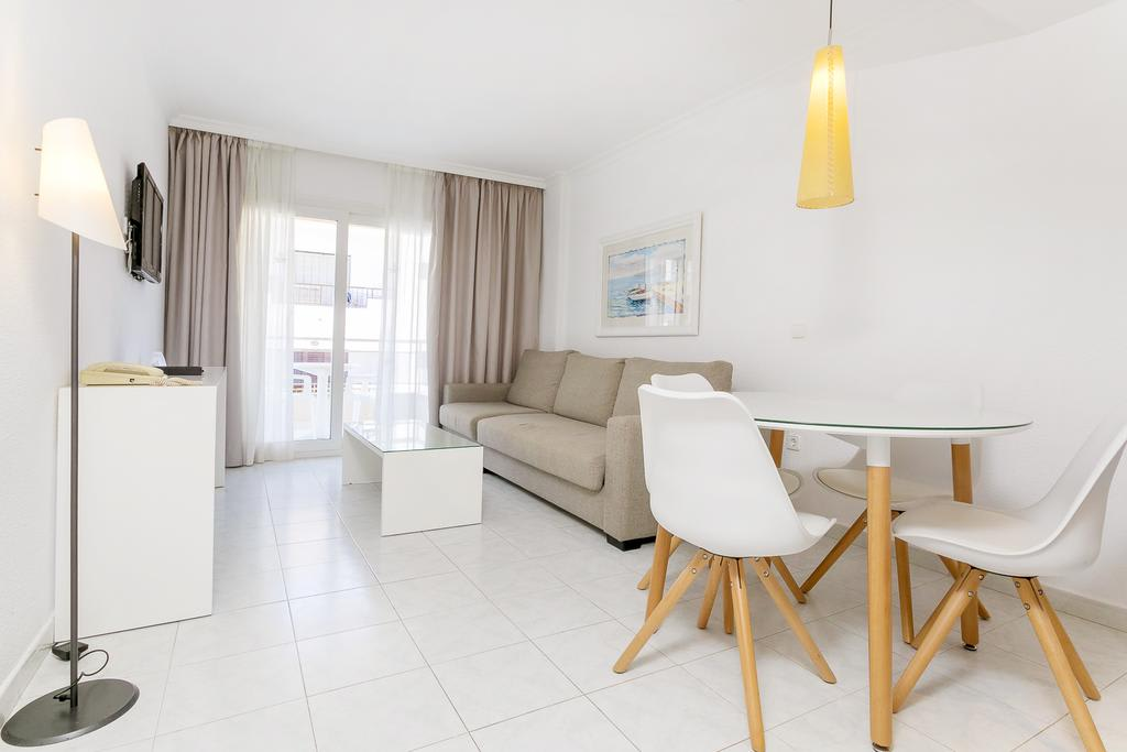 [SUPERIOR APARTMENT MAX 3 GUESTS (3 ADULTS AND 1 CHILD)] Bright holiday apartment with roof terrace pool