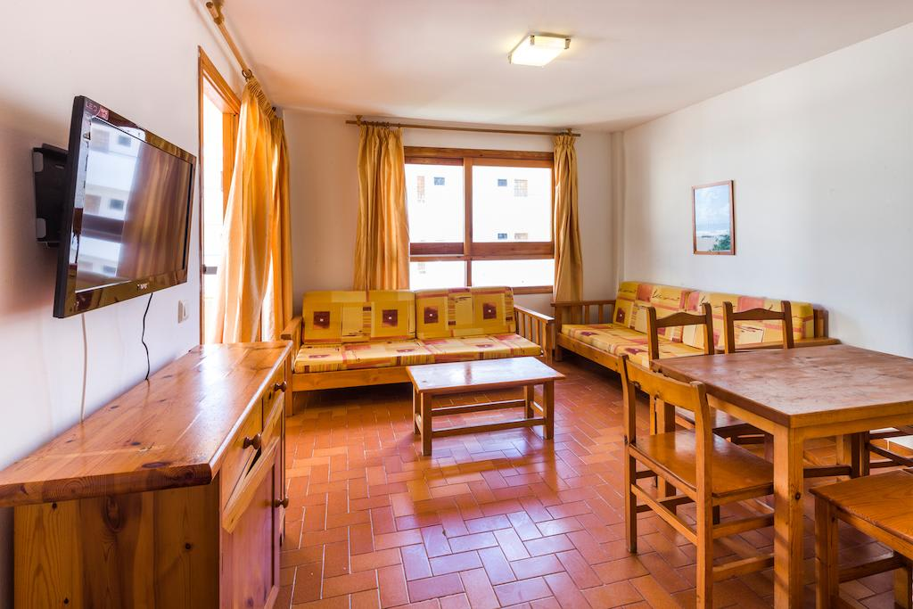 [1 BEDROOM APARTMENT] Group accommodation, large holiday apartment