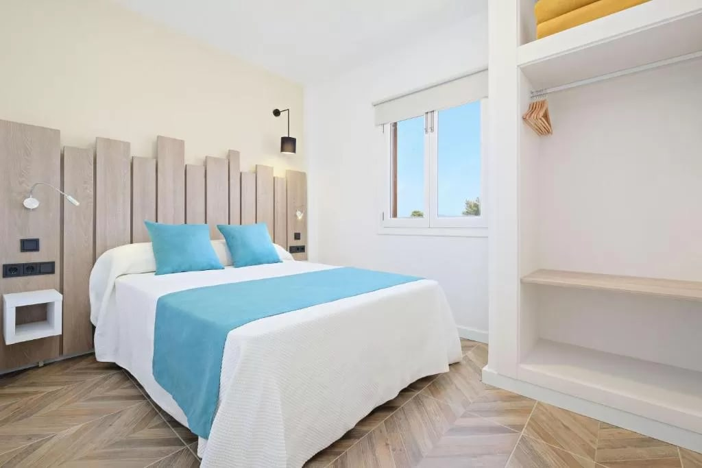 Elegant affordable holiday apartments for small and large groups, SANTA EULALIA – Property Code: CNSSOAZL