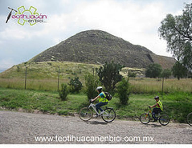 Teotihuacan en Bici Teotihuacan Mexico undefined