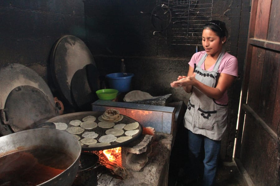 De la Gente Cook pepian and tortillas the traditional way San Miguel Escobar Guatemala