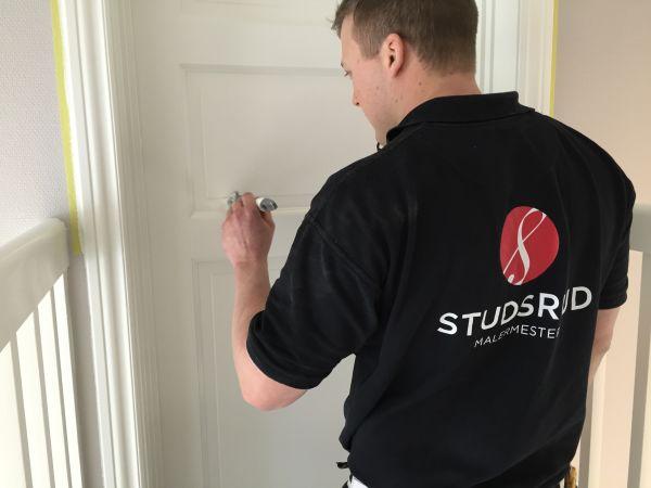 Malermester Studsrud Ørje maling av dører Jotun Lady Supreme Finish