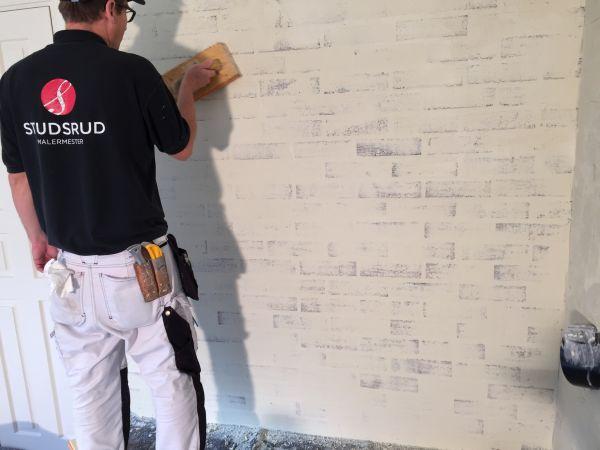 Malermester Studsrud utfører sekkeskuring