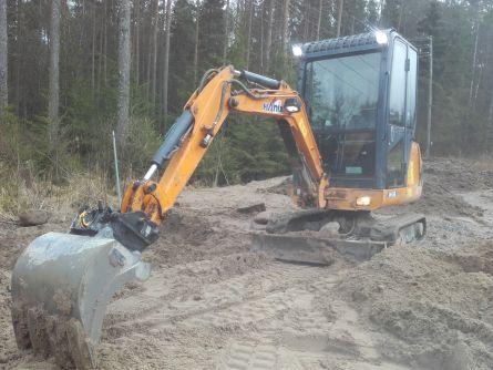 1,7 tonns Hanix minigraver leies ut med graveskuffe, kabelskuffe og hydraulisk pusseskuffe. Se www.klund.net for priser.