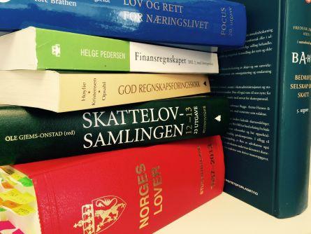 Skattelovsamlingen og andre bøker