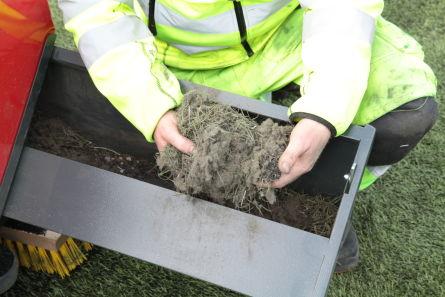Dyprens av kunstgressbaner er viktig for å rengjøre banen for søppelpartikler, smuss og biologisk avfall. En dyprens av banen vil også løsgjøre og lufte tettpakket granulat og tilbakefører mykheten i banen.