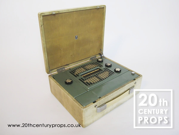 1: Vintage LW/MW portable radio
