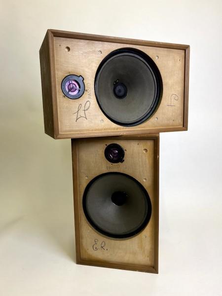 2: 2 fully working Wharfedale speakers