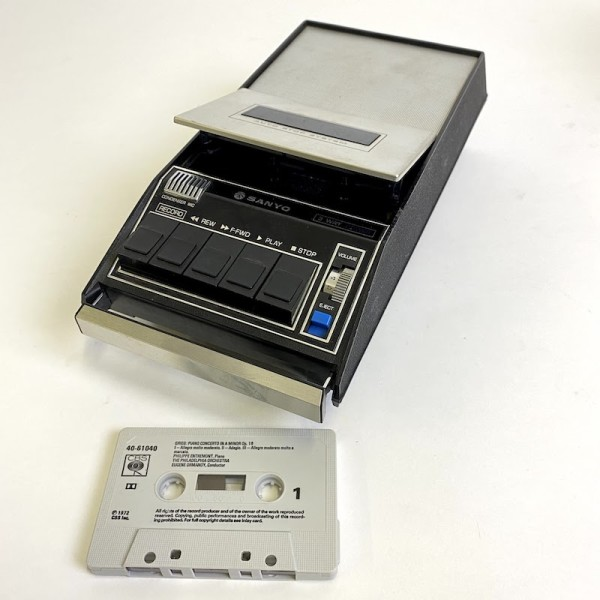 2: Sanyo cassette recorder - non working