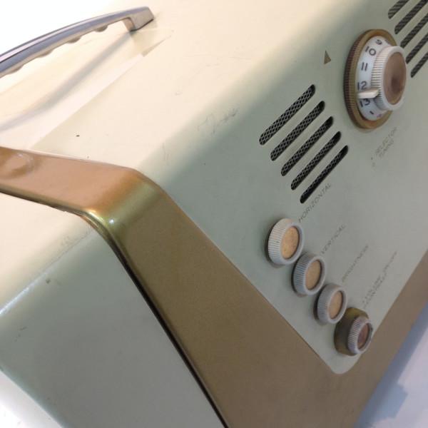 1: White Vintage 1950's TV