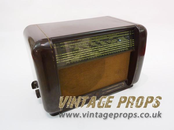 1: Bakelite vintage radio