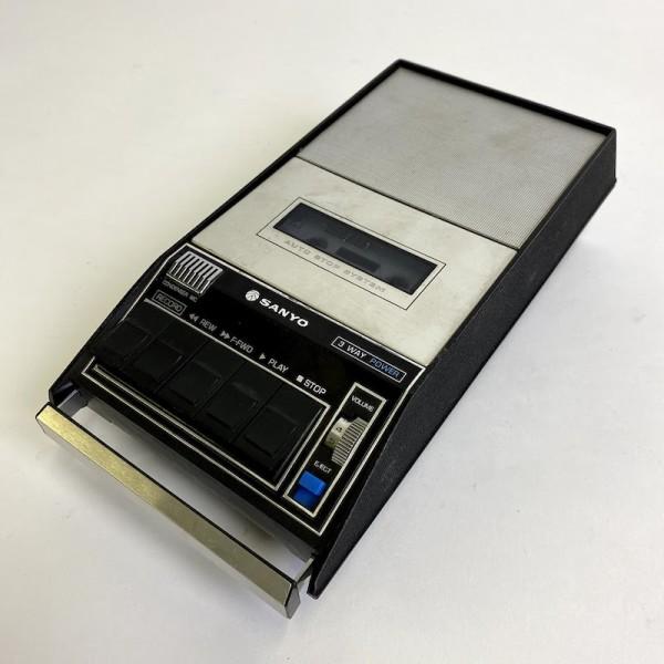 1: Sanyo cassette recorder - non working