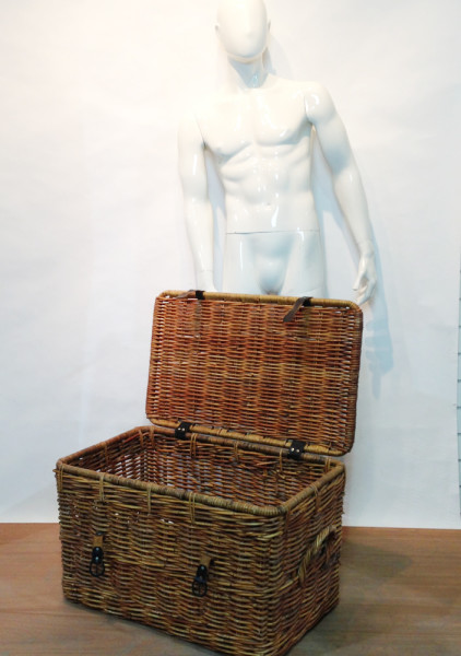 1: Large Wicker Trunk
