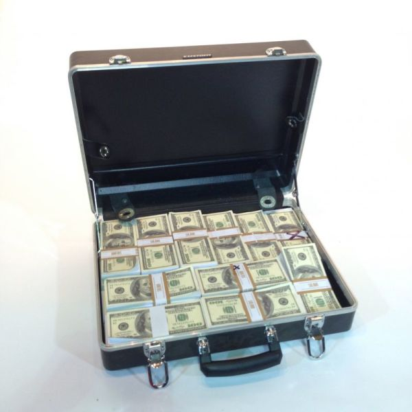 1: Fake money in briefcase - Dollars