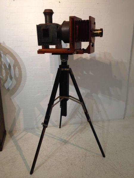 1: Vintage plate camera / projector