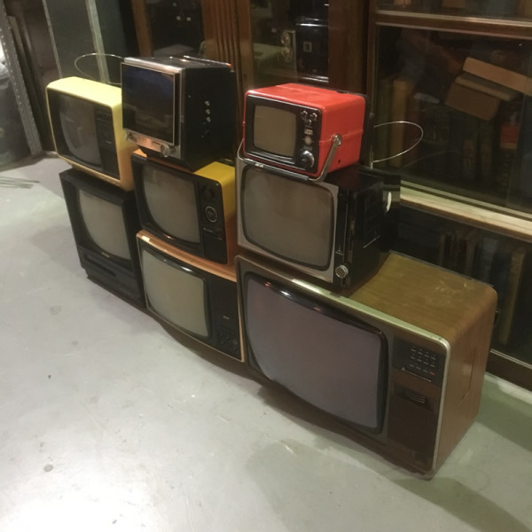 2: Stack of vintage TV's
