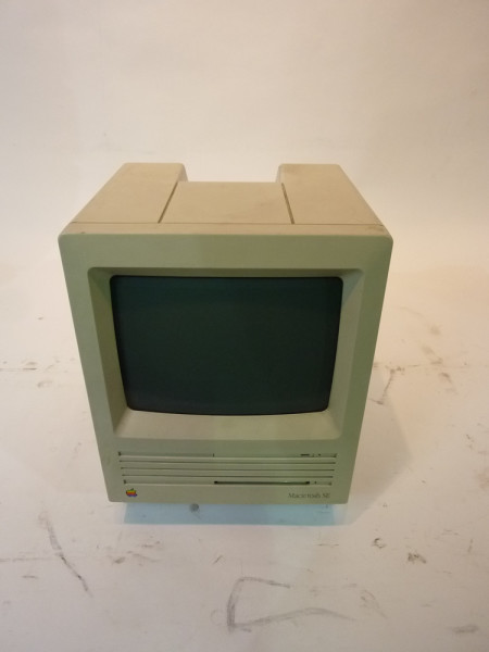 2: Retro Apple Mac Computer 1980 Edition