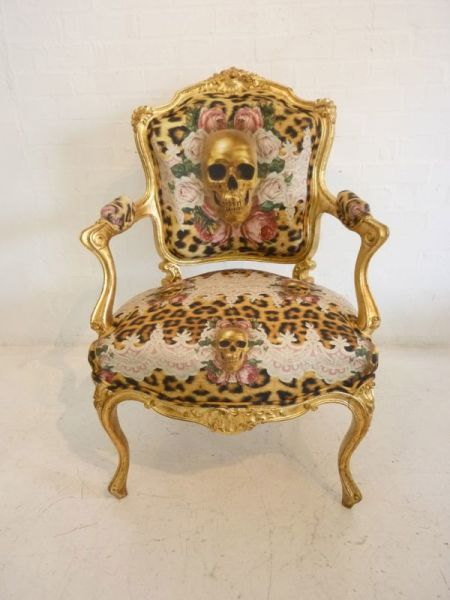 1: Decorative baroque chair - Gold