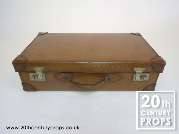 1: Vintage leather suitacse
