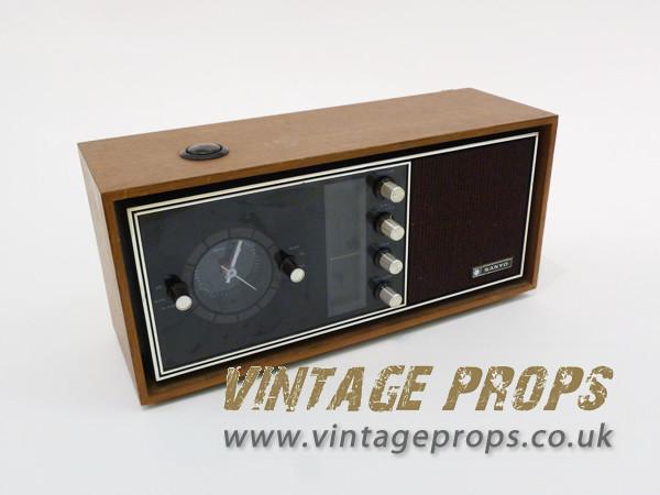 1: Vintage electric radio/alarm clock