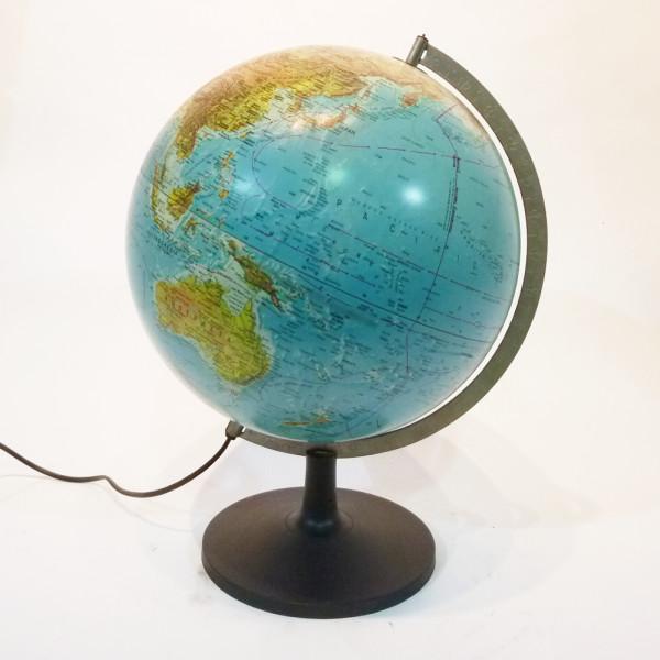 2: Illuminated vintage globe