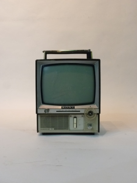 2: Retro Portable Mini 1980's Sony TV