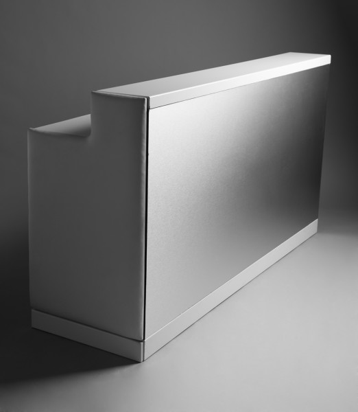 2: Brushed aluminium bar white