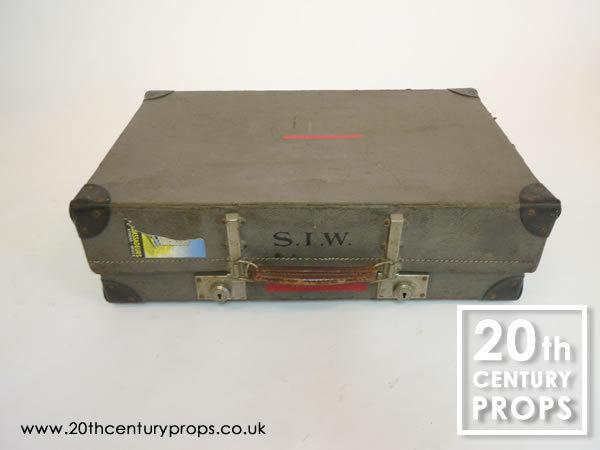 1: Vintage travel case