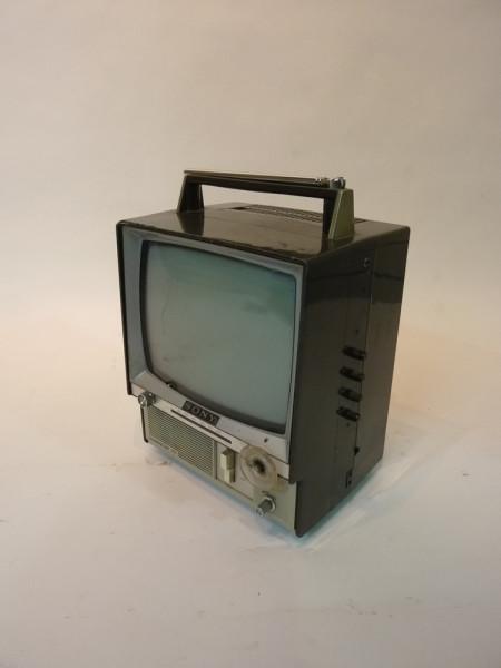 3: Retro Portable Mini 1980's Sony TV