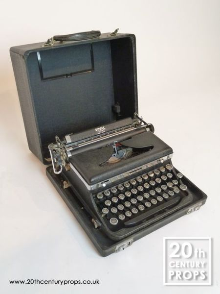 1: Vintage ROYAL typewriter