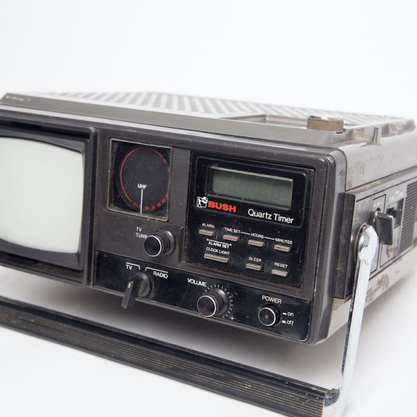 2: Fully working black Bush Quartz Timer mini portable TV/radio