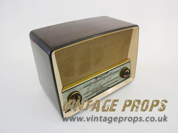 1: Vintage Bakelite Radio