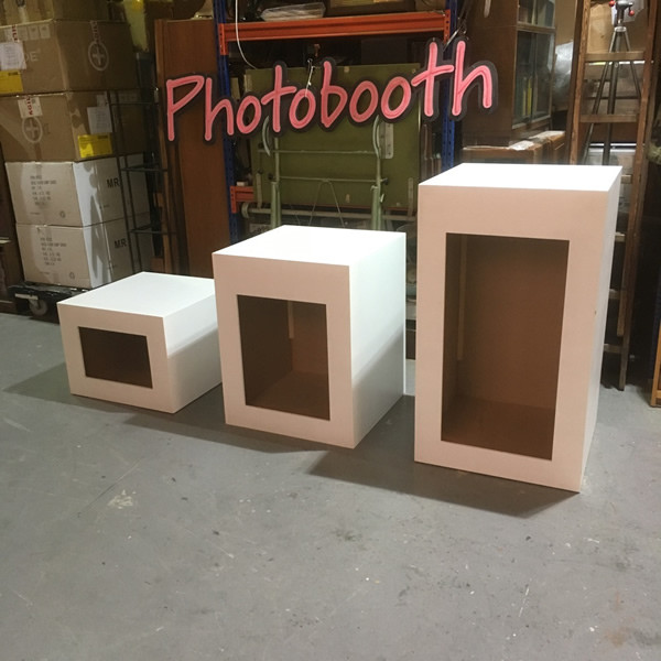 7: White plinths with illuminated tops