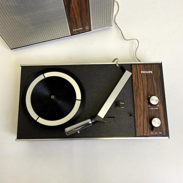 2: Retro Philips 300 mini portable record player